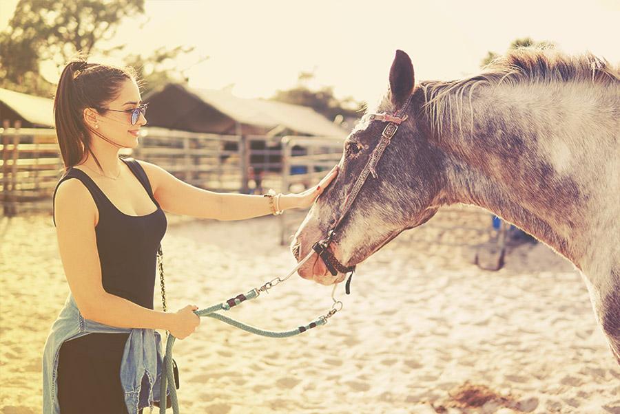 Évitez ces 10 erreurs la première fois que vous montez à cheval
