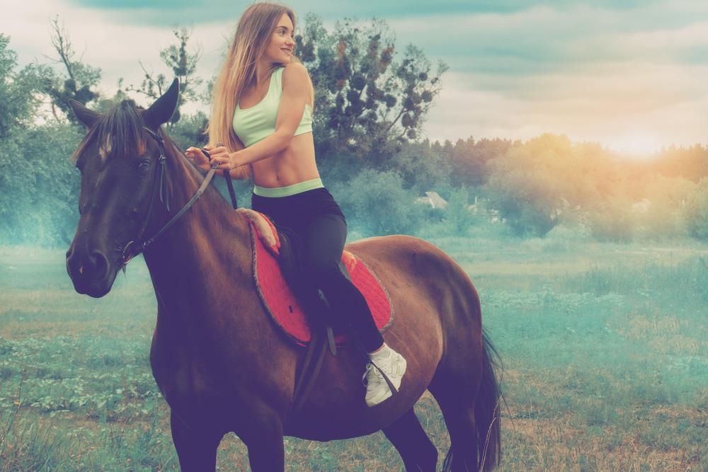 4 exercices pour améliorer vos compétences en équitation (et votre fessier)